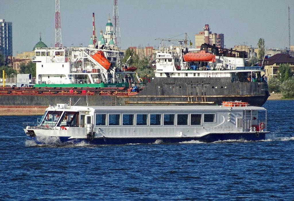 Пассажирское судно проекта 23020А закрытого типа